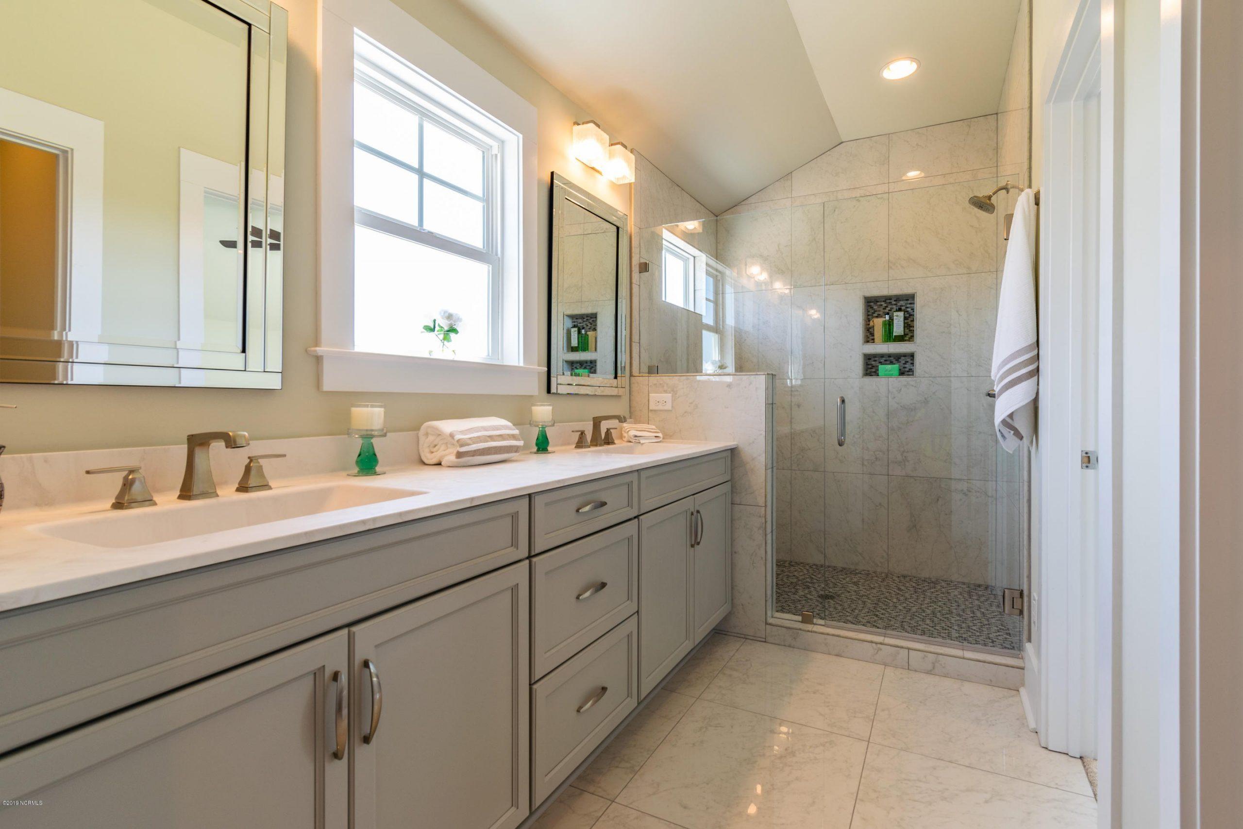 Guest bathroom b 2