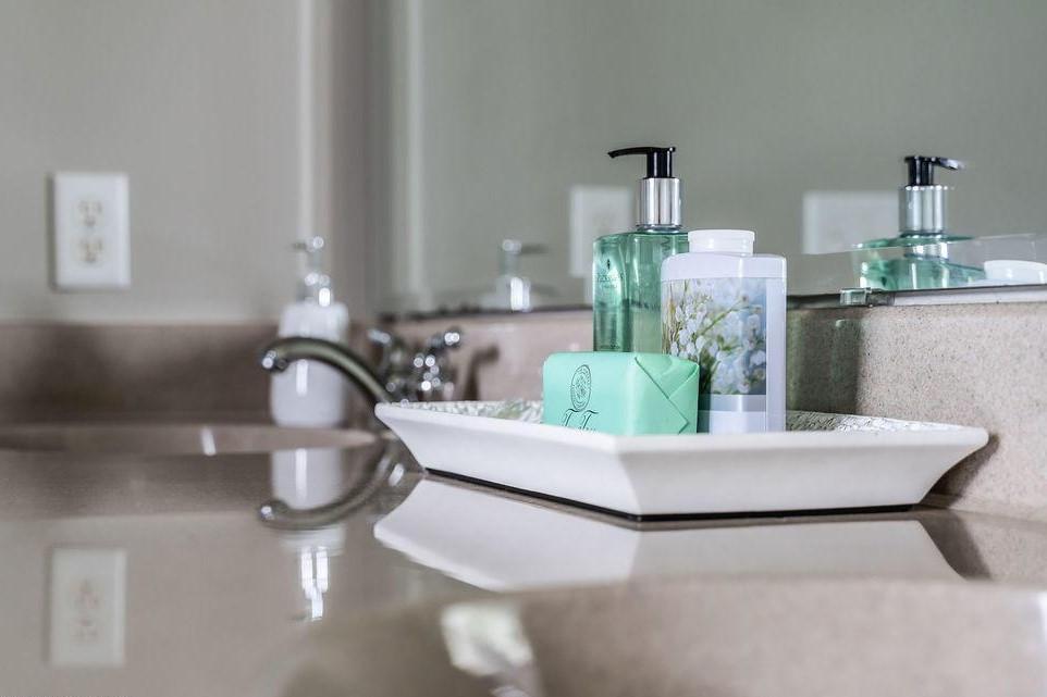 Master bathroom tray up close